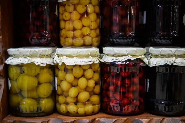 Polacy coraz chętniej sięgają po ekologiczną i krajową żywność