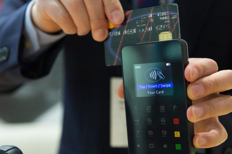 Płacenie kartą przez internet – wady i zalety